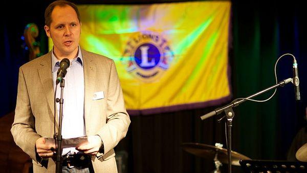 Präsident Stefan Dumke eröffnet den Jazz-Brunch und begrüßt die Gäste