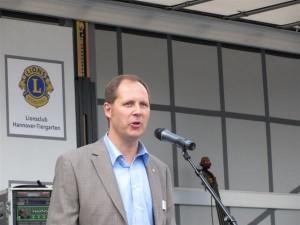 Lions-Präsident Stefan Dumke begrüßt seine Gäste