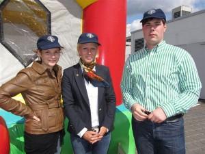 Leo-Präsidentin Maike Michels (Mitte) mit Jennifer Perach und Lennart Müller
