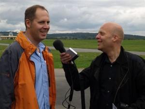 Lions-Präsident Stefan Dumke (links) im Hörfunk-Interview mit Jo Schrader