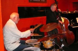 Die Rhythmus-Gruppe der Christian von der Osten-Band: Hubert Böllert (Schlagzeug) und Horst Wagner (Bass)