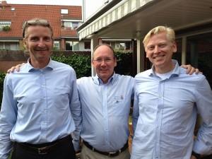 Lions-Präsident Dirk Timmermann nimmt 2 neue Clubmitglieder auf: Hans-Peter Möller und Robert Lindemann