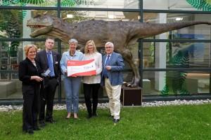 Lionsclubs überreichen den Erlös aus dem Kunst-Design Basars an das Landesmuseum Hannover