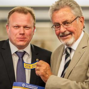 Dr. Dieter Albacht übergibt Olaf Bödecker die Präsidentschaft