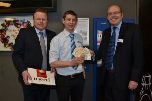 Spendenübergabe im E-Center Cramer (von links): Olaf Bödecker, Marktleiter André Fiolek und Jürgen Hinneburg